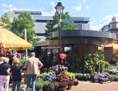 Foto bij:Opening Bloemenkiosk Hilversum