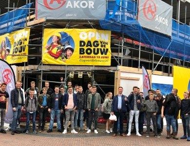 Foto bij:3 vmbo-klas op de bouw!